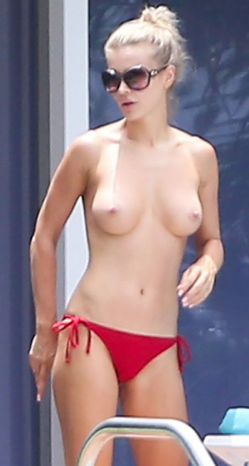 gallery_enlarged-joanna-krupa-topless-01
