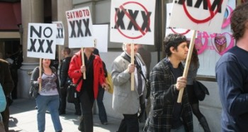 adult-industry-rallies-against-the-xxx-domain