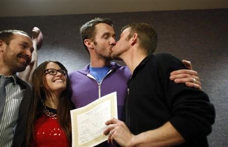 2013-12-20t230024z_2086567250_gm1e9cl0jam01_rtrmadp_3_usa-gaymarriage-utah.photoblog600