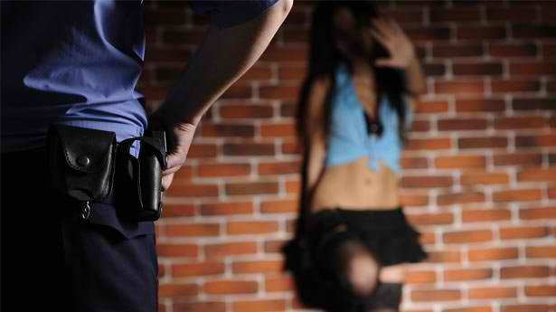 Police-officer-confronts-prostitute-on-Shutterstock
