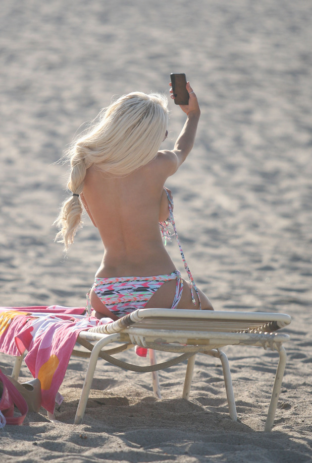 Courtney Stodden spends the day at a Ventura beach