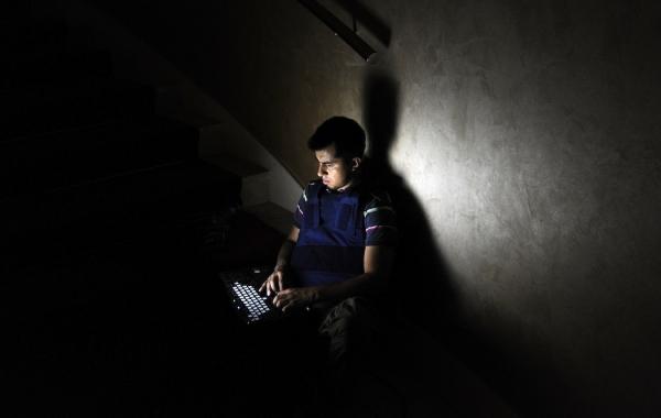 porn-laptop-night