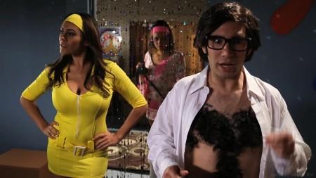 Tommy with Raylene in Austin Powers XXX