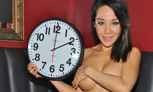 """Vivid Cabaret NY Girl """"Emma"""" Wants to Remind You To  """"Fall Back"""" One Hour at 2 AM on November 2nd!"""