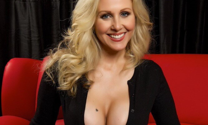 Superstar MILF Julia Ann To Appear At New York Comic Con With Famed Cartoonist Bill Plympton