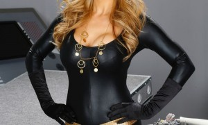 Tanya Tate Debuts My Hero Toys Customizable Vinyl Action Figure Line At Stan Lee's Comikaze Convention