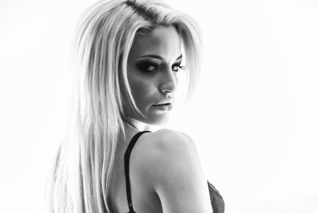 Reality Show: Kissa Sins Documenting Her Move to the Tropics