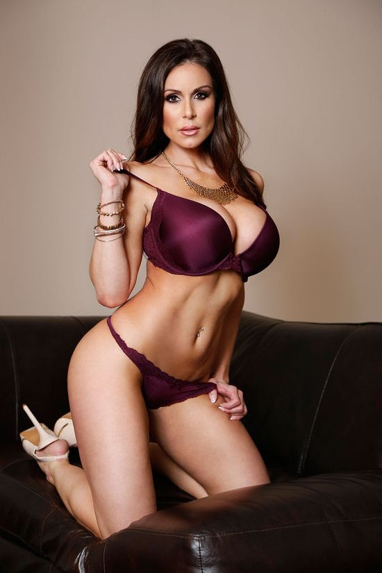 KENDRA LUST Lands XRCO MILF Of The Year Award Nomination