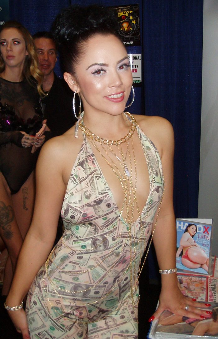 2016 Exxxotica NJ Pictures