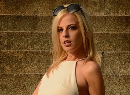 Roxie Rae Treats Fans To Live Show This Wednesday on VNALive.com