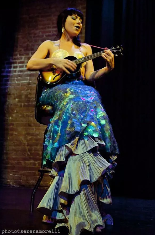 """Siouxsie Q Heads to the Stage to Appear in Her One-Act Musical """"Fish Girl"""""""