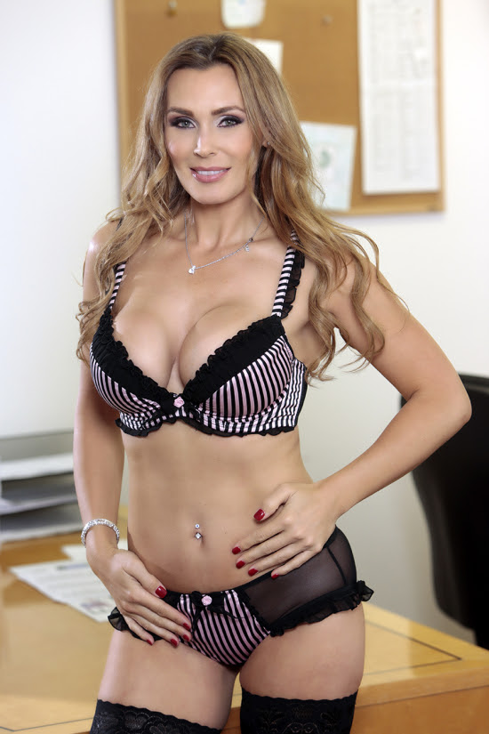 Lesbian Family Affair 4 Lands Solid Reviews For Director TANYA TATE