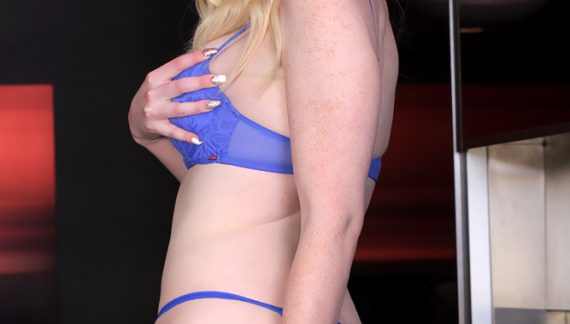 Kayleigh Coxx Debuts on Trans500.com